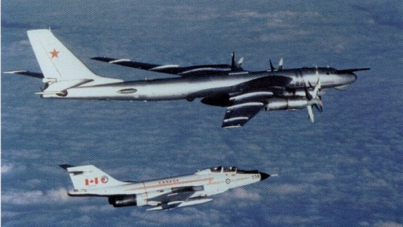 Sistema antiaéreo ruso. - Página 2 Canadian-fighter-escort-russian-bomber