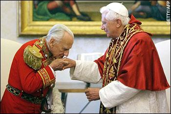 bertie kissing pope hand