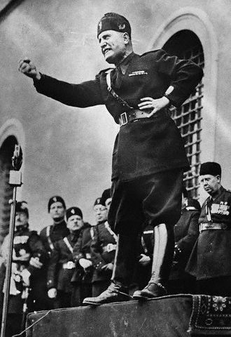 http://aftermathnews.files.wordpress.com/2008/09/mussolini.jpg