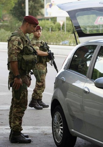 ITALY-MAFIA-CRIME-DEFENCE-PARATROOPERS