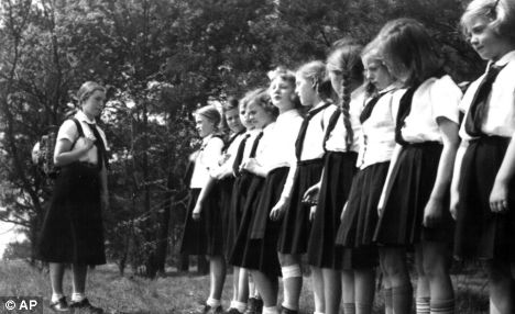 hitler_youth_girls