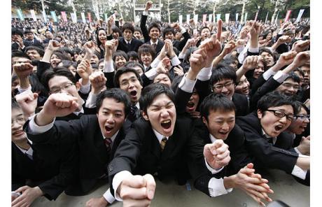 job-fair-crowds_japan_communists