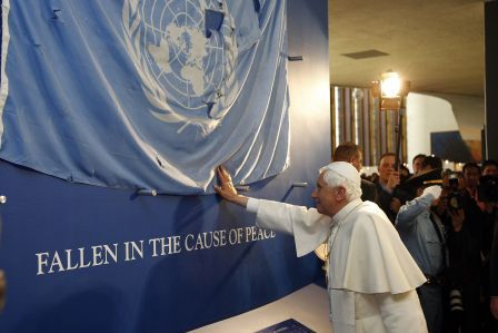 pope_blessing_UN flag