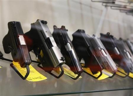 2013-02-07T225453Z_1_CBRE9161DRN00_RTROPTP_2_USA-GUNS